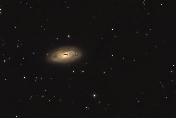 Galaxie de l'œil noir (M64)