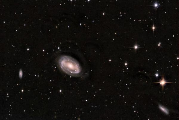 Galaxie NGC 4725
